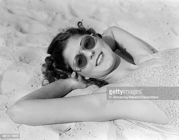 1930s 1940s BRUNETTE WOMAN...
