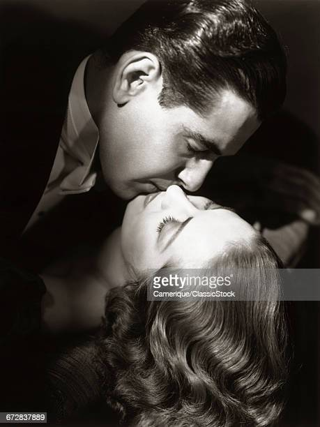 1930s 1940s COUPLE MAN WOMAN KISSING HOLLYWOOD MOVIE STYLE MOVIE STILL