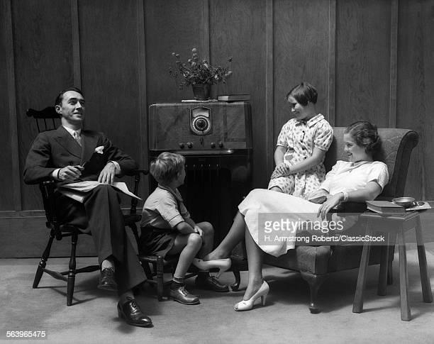 1930s 1940s FAMILY SITTING...
