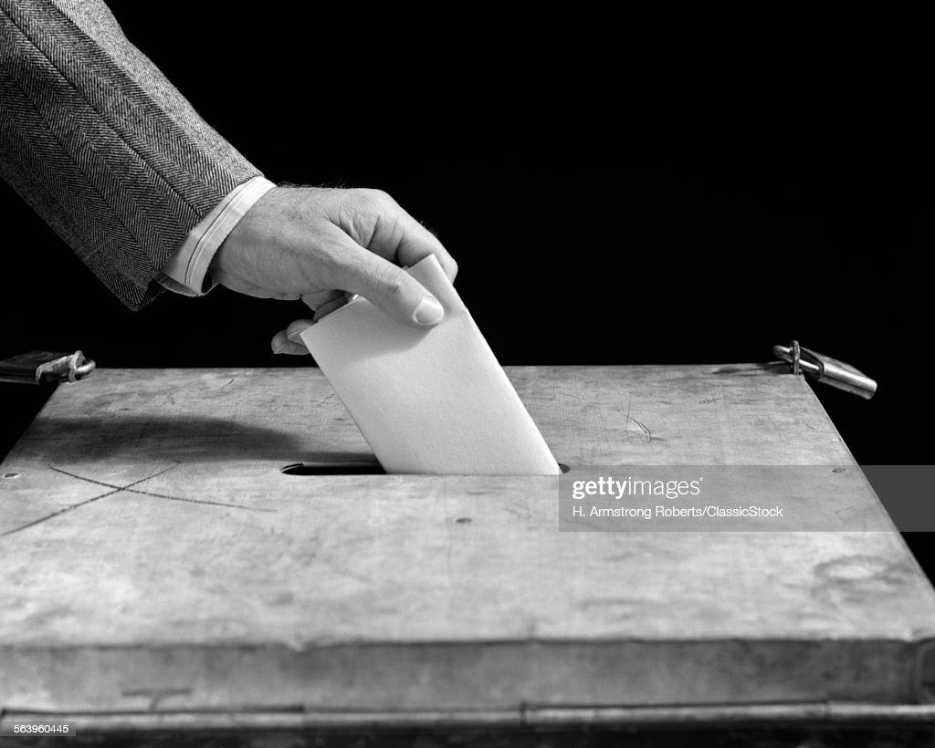 1930s 1940s MALE HAND... : News Photo