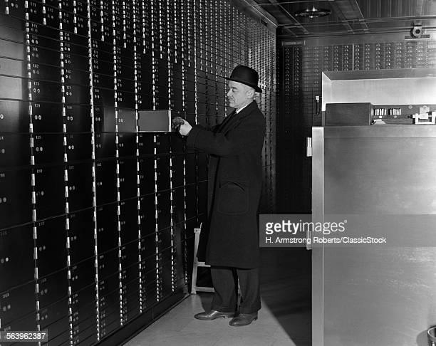 1930s 1940s MAN IN...