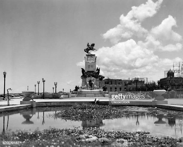 1930s 1940s POND BY MONUMENT TO GENERAL MACEO HAVANA CUBA