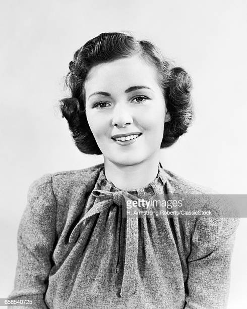 1930s 1940s PORTRAIT SMILING WOMAN WEARING WOOL TWEED SWEATER TOP SMILING AT CAMERA