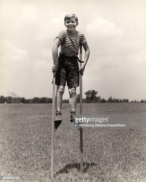 1930s 1940s SMILING HAPPY...