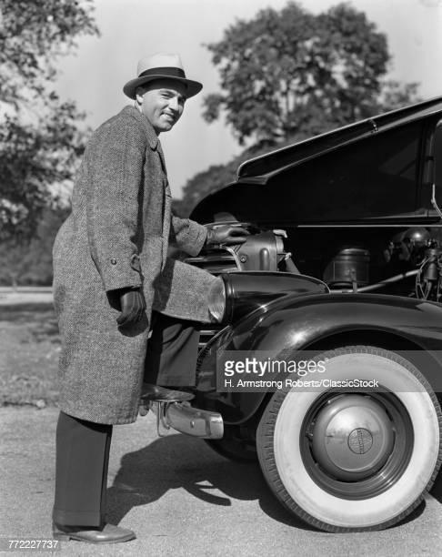 1930s 1940s SMILING MAN...