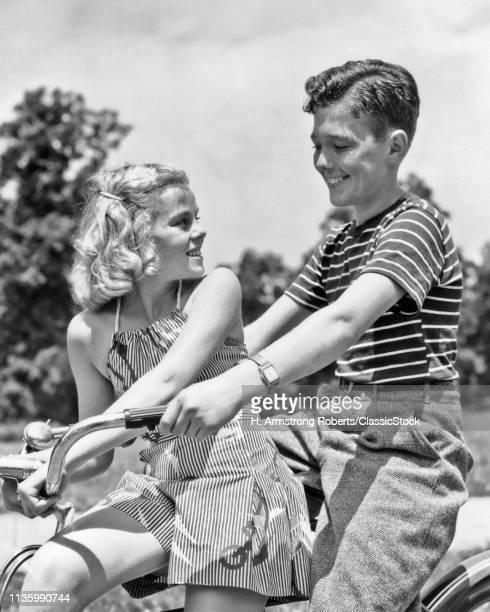 1930s 1940s SMILING...