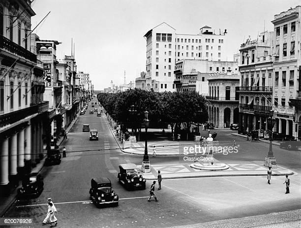1930s 1940s STREET SCENE...