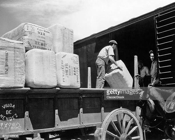 1930s 1940s TOBACCO PRODUCTION UNLOADING AT THE WATERFRONT HAVANA CUBA
