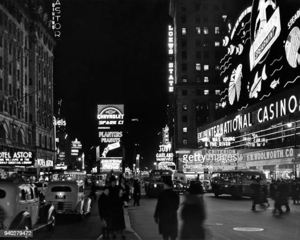 1930s BROADWAY LOOKING NORTH FROM 44TH TIMES SQUARE AT NIGHT MIDTOWN MANHATTAN NEW YORK CITY USA