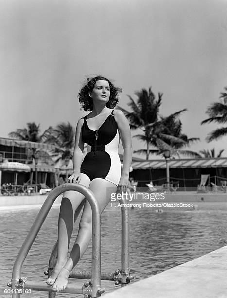 1930s BRUNETTE BATHING.