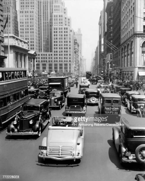 1930s CARS TRUCKS DOUBLE DECKER BUSES STREET TRAFFIC 5TH AVENUE TRAFFIC BY PUBLIC LIBRARY MANHATTAN NEW YORK CITY USA
