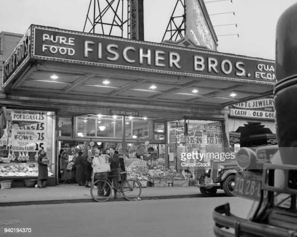 1930s DISPLAY OF FOODS WITH PRICES FRONT OF GROCERY STORE ASTORIA QUEENS NEW YORK CITY USA