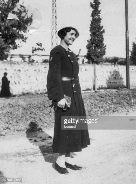 1930 年代ホーム草原フィレンツェ トスカーナ イタリア若い女性の肖像画 - 1940~1949年 ストックフォトと画像