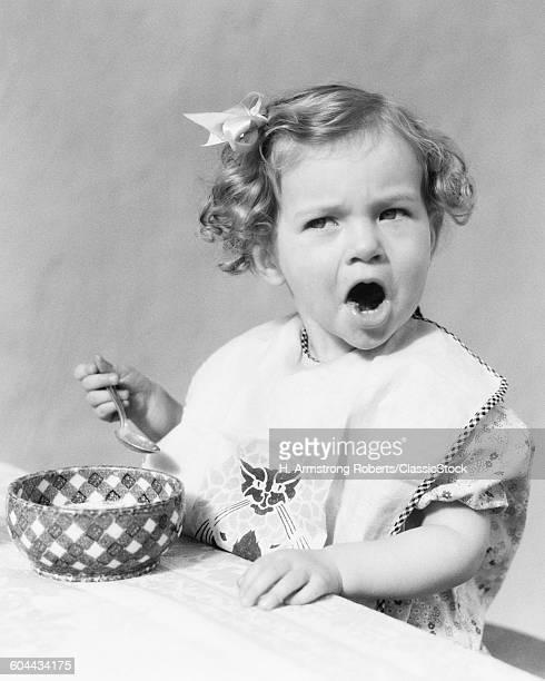 1930s GIRL EATING IN.