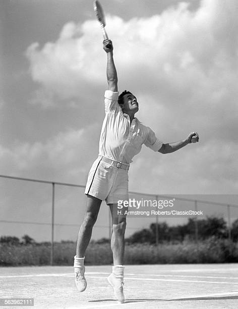1930s MAN IN MID SERVE...