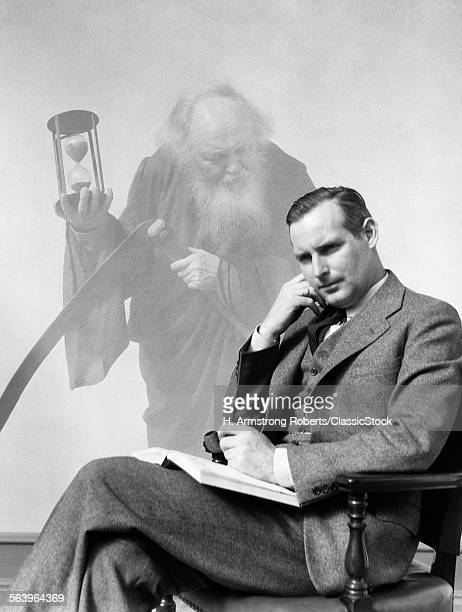 1930s MAN IN SUIT SEATED...