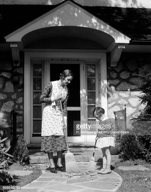 1930s MOTHER AND DAUGHTER...