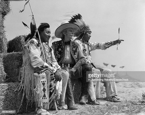 1930s PAIR OF INDIANS IN...
