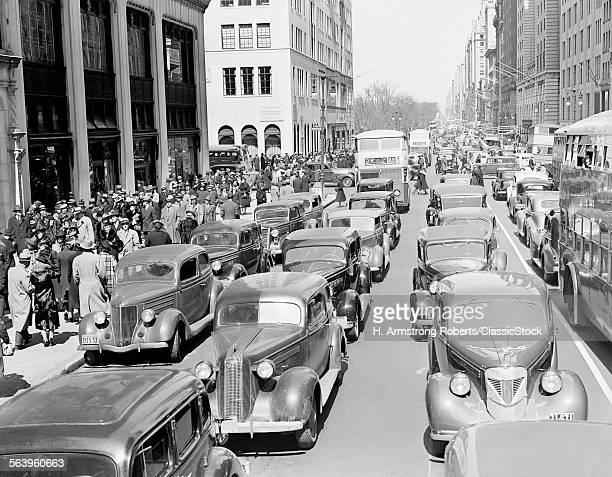 1930s PEDESTRIAN CROWDS...
