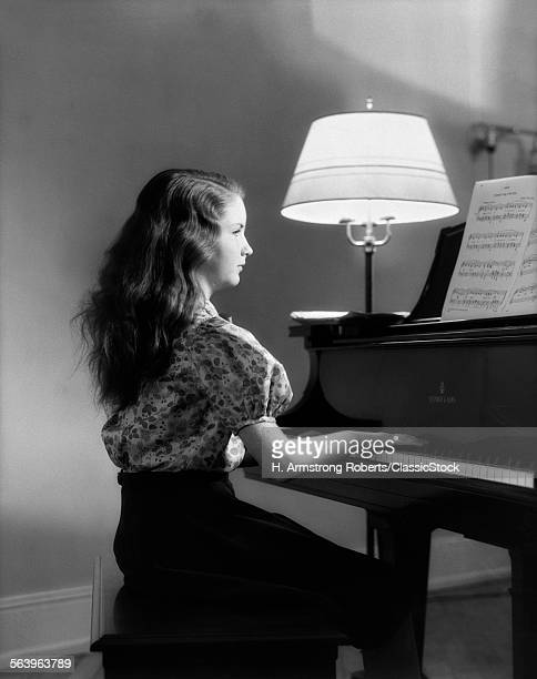 1930s SIDE VIEW OF GIRL...