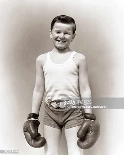 1930s SMILING BOY IN T-SHIR...
