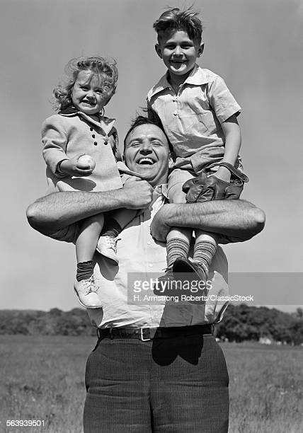1930s SMILING FATHER...