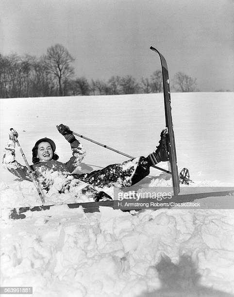 1930s SMILING WOMAN SKIER...