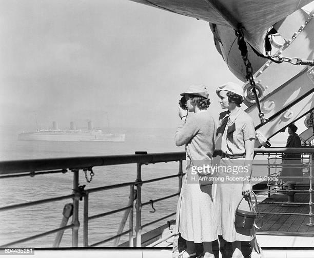 1930s TWO WOMEN FILMING.
