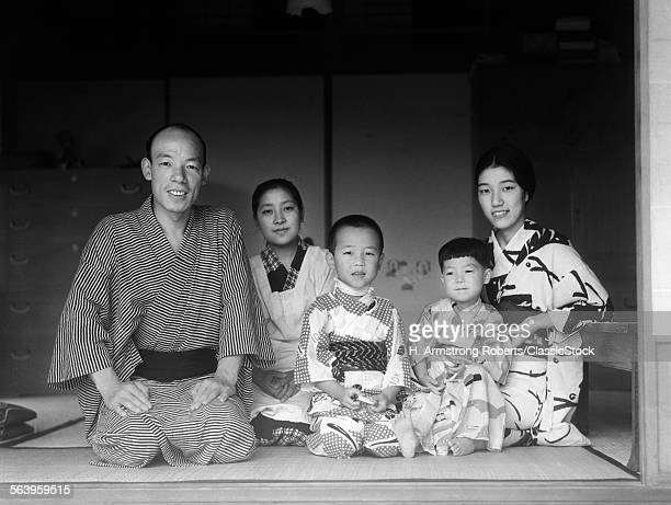 1930s TYPICAL JAPANESE FAMILY OF 4 WITH MAID SERVANT AT HOME PORTRAIT