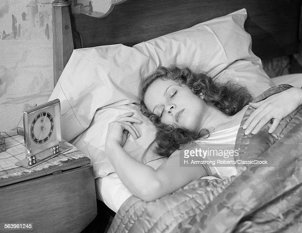 1930s WOMAN SLEEPING...