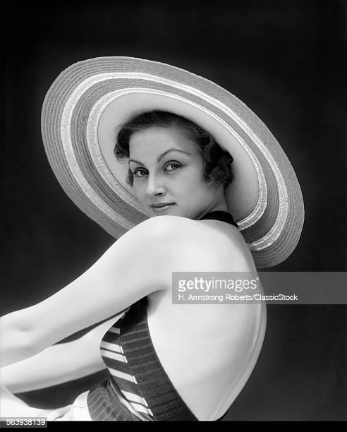 1930s WOMAN WEARING A...