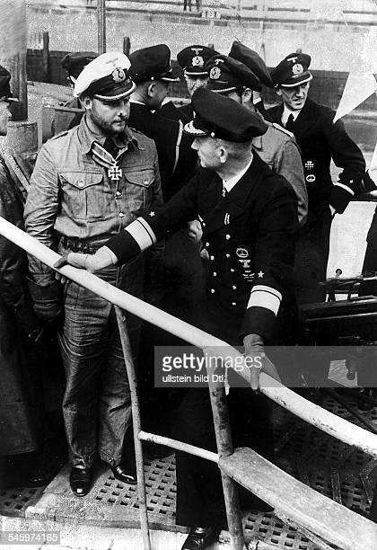1913 1940KapitänleutnantUBootKommandant D berichtet dem befehlshaber derUnterseeboote Vizeadmiral Dönitz überseine erfolgreiche FeindfahrtEnde...