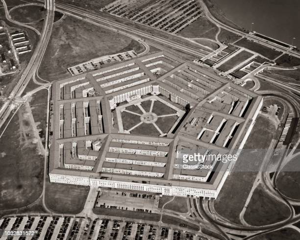 1940s 1950s ABSOLUTE AERIAL PENTAGON BUILDING POLYGON 5 SIDES AND ANGLES DEFENSE MILITARY HUB CENTER ARLINGTON VA USA