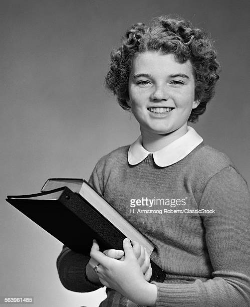 1940s 1950s ADOLESCENT TEEN GIRL SMILING PORTRAIT HOLDING SCHOOL BOOKS