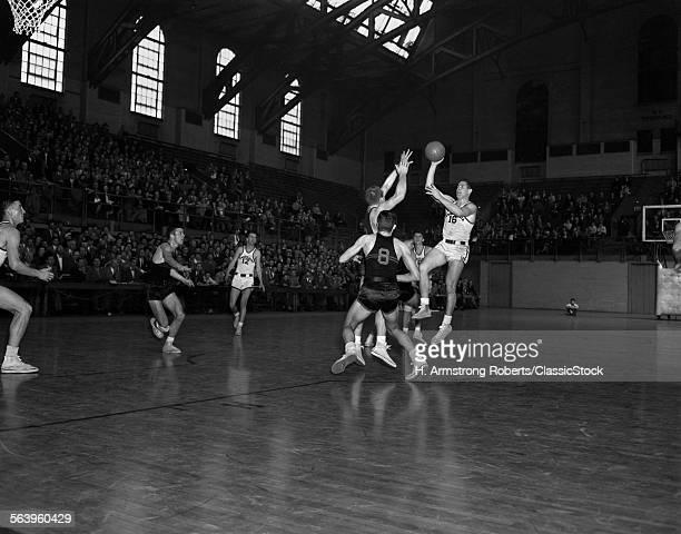 1940s 1950s COLLEGE BASKETBALL GAME UNIVERSITY OF PENNSYLVANIA VERSUS PRINCETON AT THE PALESTRA PHILADELPHIA PA USA
