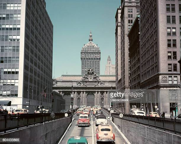 1940s 1950s HEAVY CAR TAXI TRAFFIC LOOKING NORTH UP PARK AVENUE TO GRAND CENTRAL STATION AND 230 PARK AVENUE NYC USA