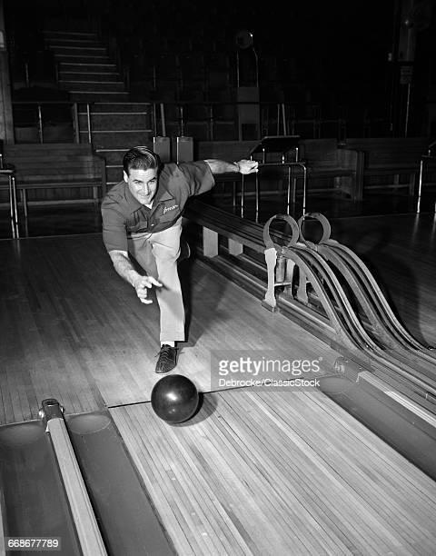 1940s 1950s MAN THROWING...