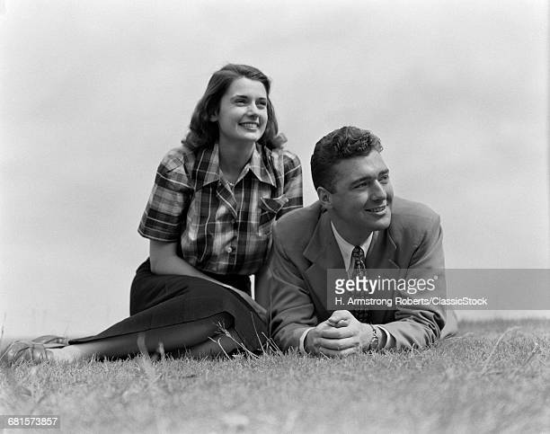 1940s 1950s YOUNG COUPLE...