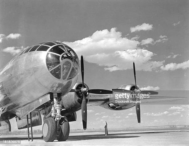 1940s - a u.s. army air forces b-29 superfortress bomber aircraft sits on an airfield between missions. - b 29 superfortress stock photos and pictures