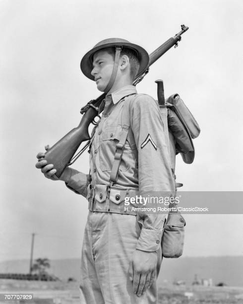 1940s AMERICAN SOLDIER...
