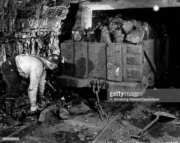 1940s COAL MINER MINING...