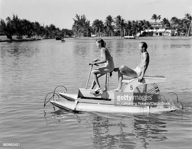 1940s COUPLE ON PONTOON...