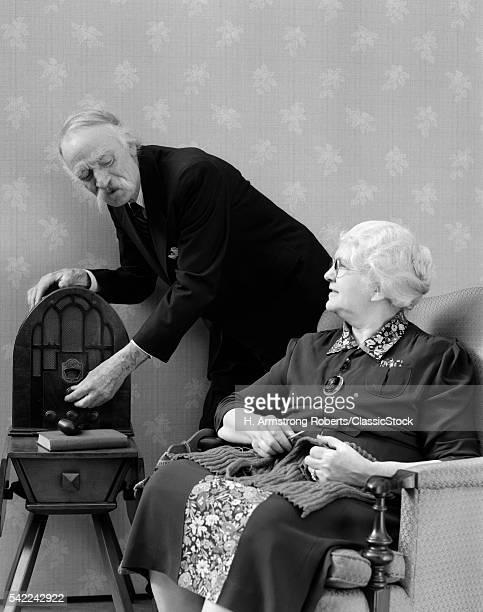 1940s ELDERLY COUPLE...