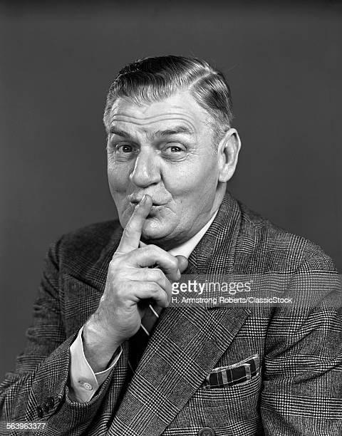1940s ELDERLY MAN WEARING...