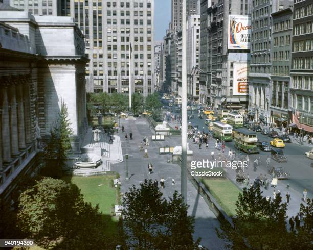 1940s LOOKING UP FIFTH AVENUE FROM ACROSS THE FRONT OF THE PUBLIC LIBRARY MIDTOWN MANHATTAN NYC USA