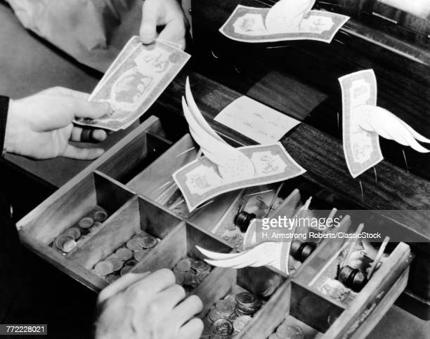 1940s MALE HANDS CASHIER...