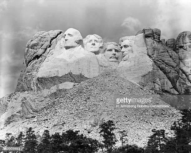 1940s MOUNT RUSHMORE SOUTH DAKOTA GEORGE WASHINGTON THEODORE ROOSEVELT ABRAHAM LINCOLN THOMAS JEFFERSON