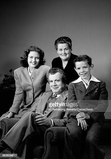 1940s PORTRAIT FAMILY...