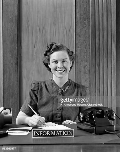 1940s PORTRAIT OF SMILING...