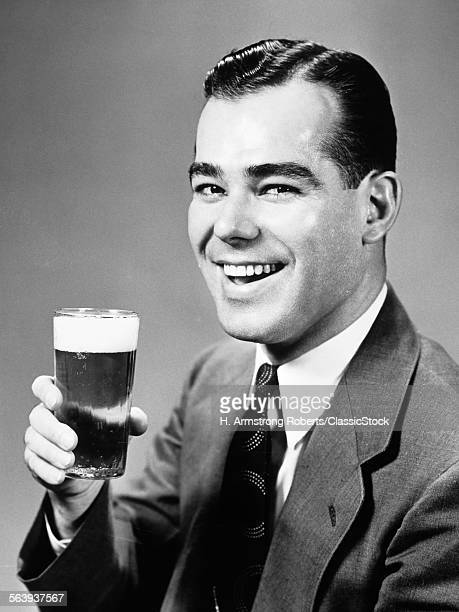 1940s SMILING MAN HOLDING GLASS OF BEER